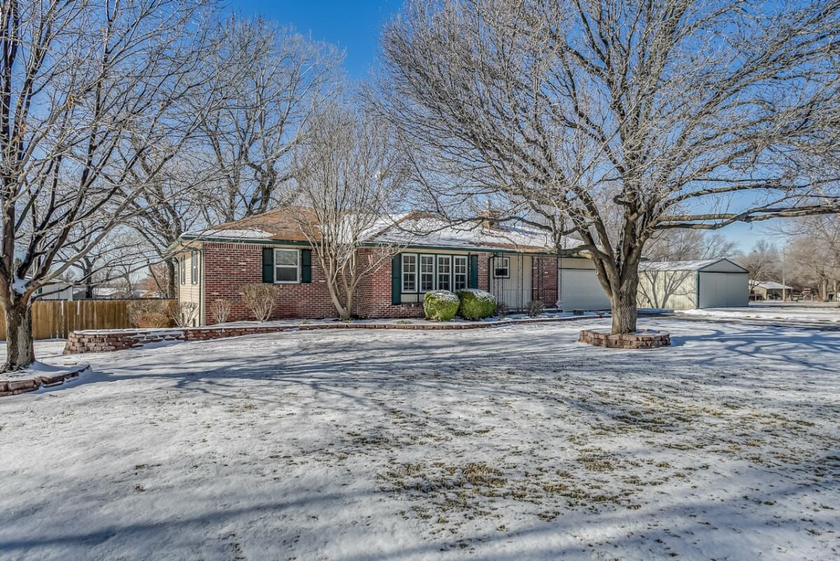 5 Bed 2.5 Bath Home on 1.4 Acres w/ Commercial Office Building & Shop Near Andover