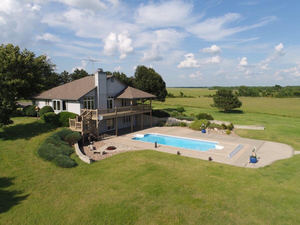 4 Bed 3 Bath Home on 33+- Acres Bordering El Dorado Lake! – 3998 NE Cole Creek Rd