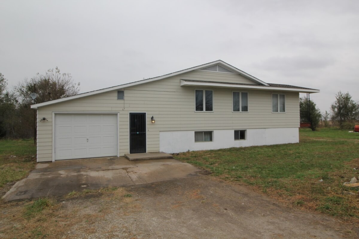 4 Bedroom 2 Bath Home On 17 Acres Near Burns, Kansas