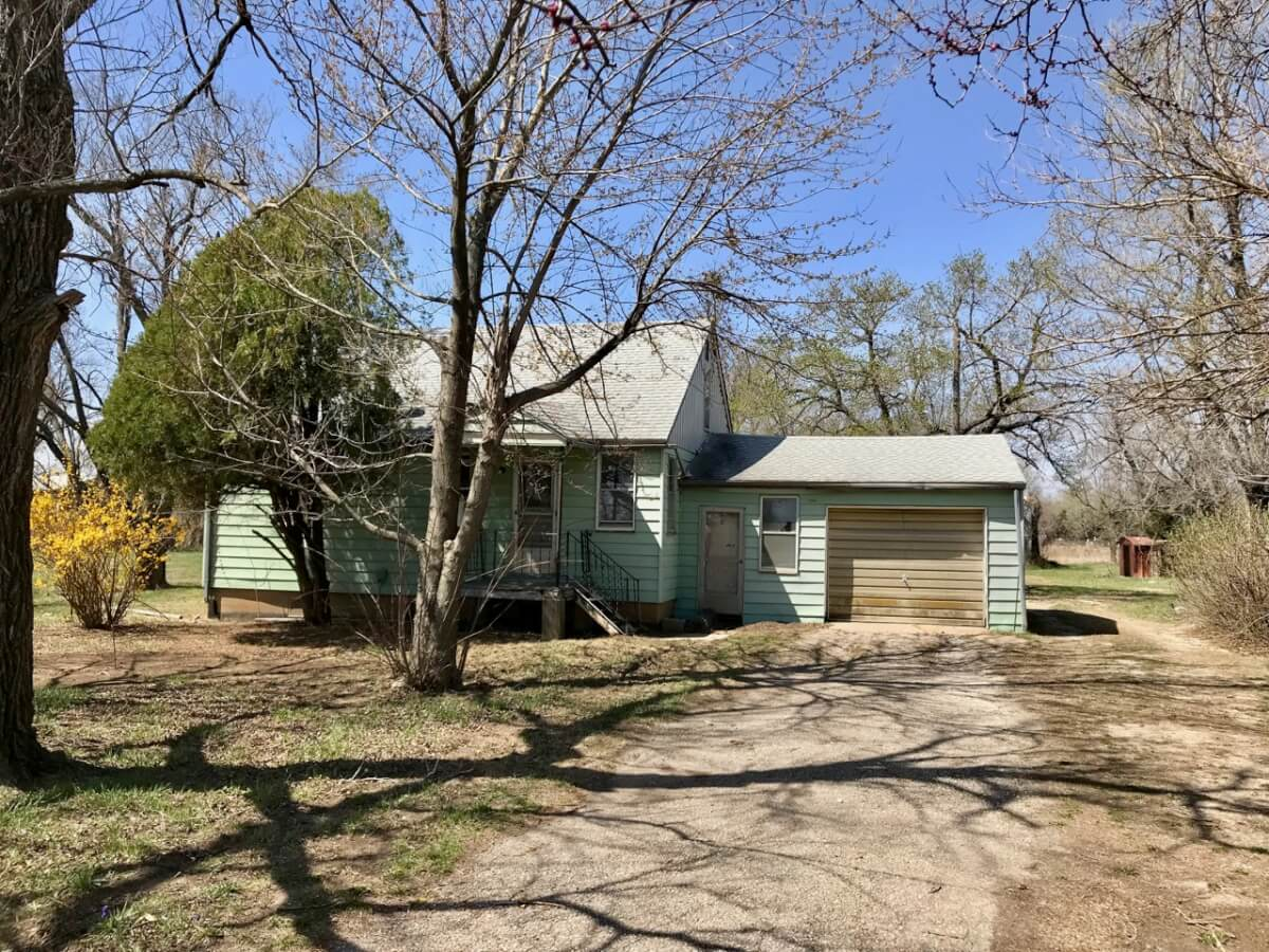 3 Bed 1 Bath Home on 4.4 Acre Lot, Large Building, Just East of El Dorado