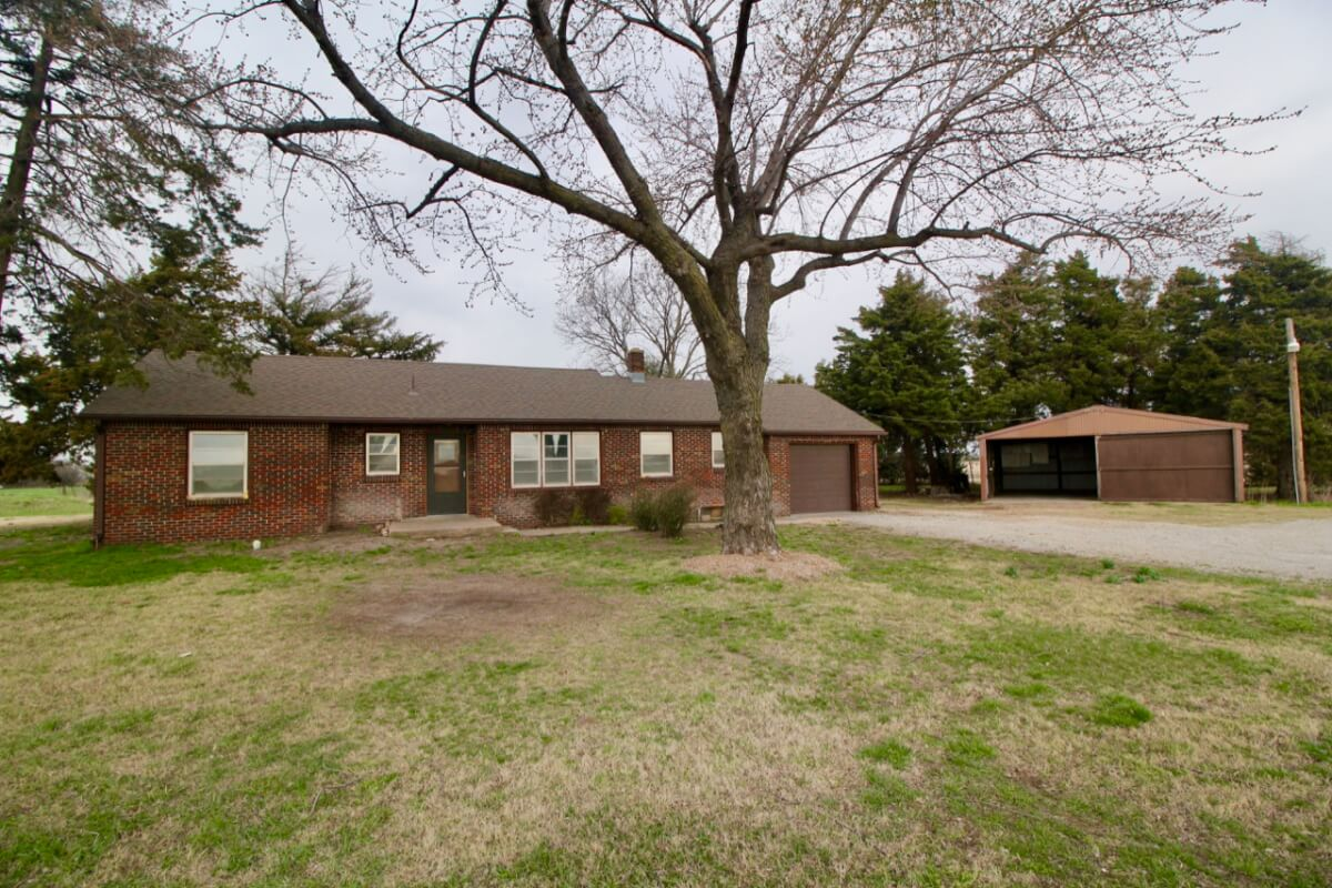 3 Bed 1 Bath All Brick Home on 5 Acres Just North of Kechi