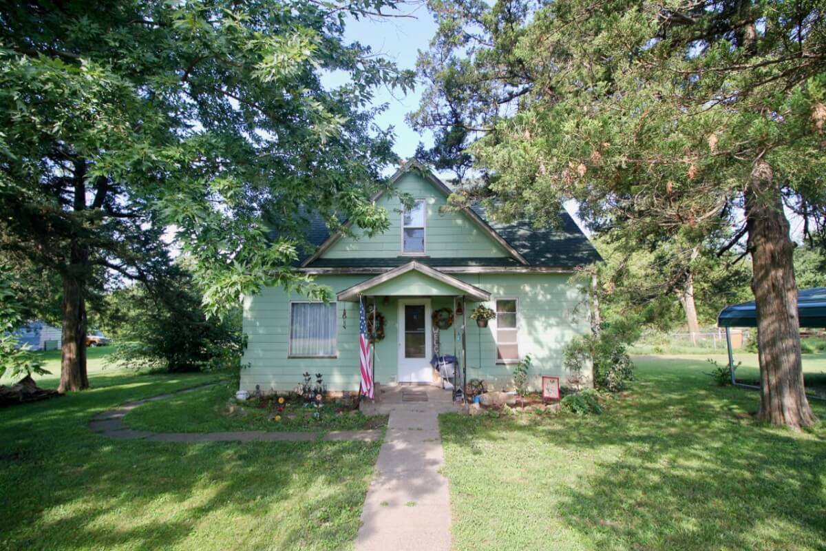 AUCTION: 3 Bed 1 Bath Home in Beaumont on 1.4+- Acres