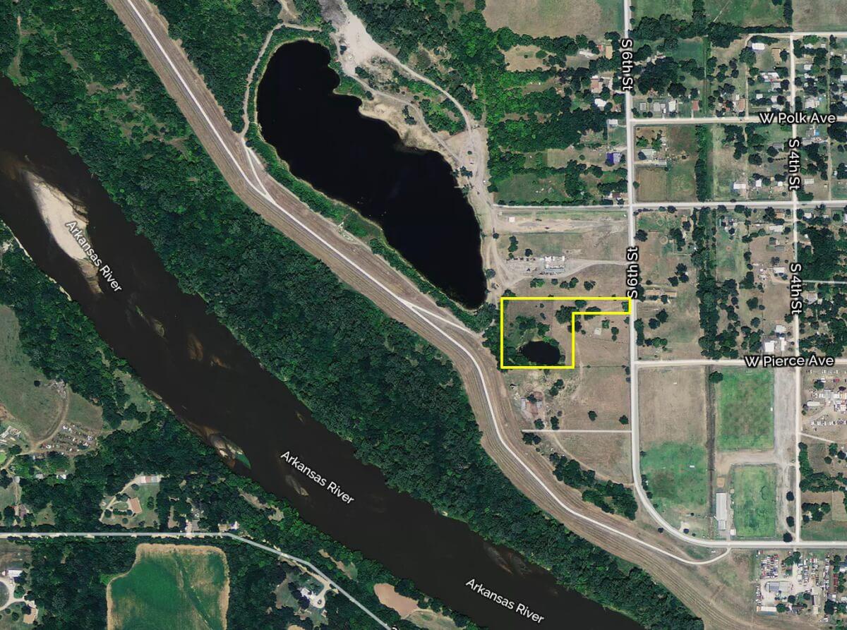 4+- Acres Bordering Veterans Lake, Arkansas City Kansas For Sale